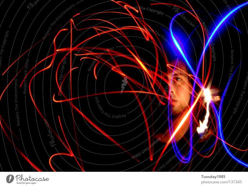 Glühwürmchensex blau rot Farbe dunkel Spielen Konzentration