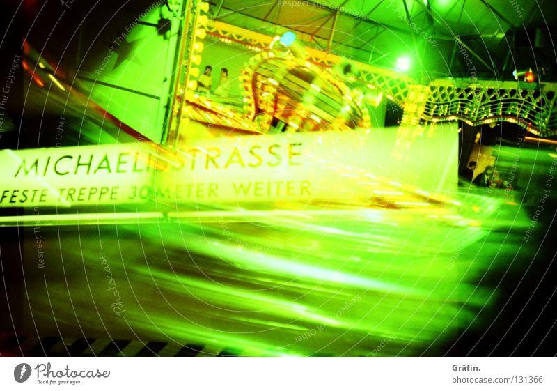 Rundherum Jahrmarkt Schausteller Fahrgeschäfte Geschwindigkeit Schwindelgefühl grün Cross Processing U-Bahn Untergrund Spielen mehrfarbig Freude Hinweisschild