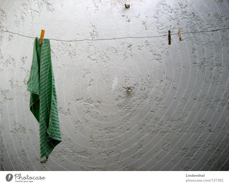 Einsame Trockenzeit weiß Einsamkeit Wand Seil Bad hängen Wäsche trocknen Handtuch Klammer