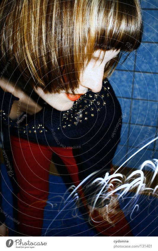 Outro Frau Mensch blau Freude Farbe Leben Gefühle Haare & Frisuren Stil Party Bewegung Denken Erde Linie Kraft Angst