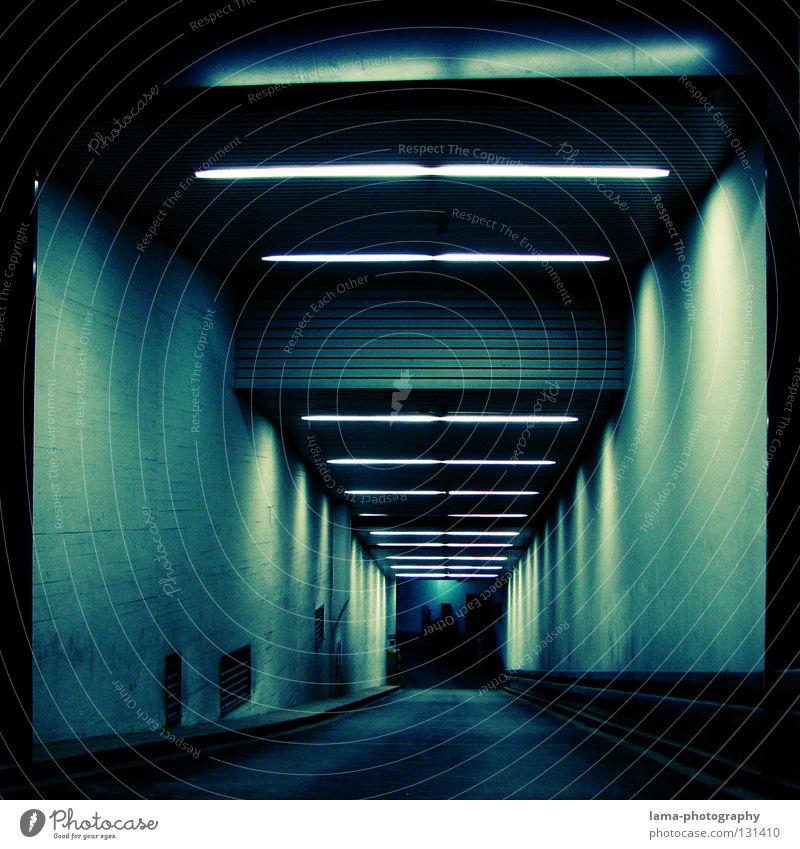 Into the blue Tiefgarage Garage Tunnel Einfahrt Untergrund Parkhaus dunkel Nacht Lampe Neonlicht Beleuchtung ungewiss unheimlich Schwarze Löcher Zeitreise