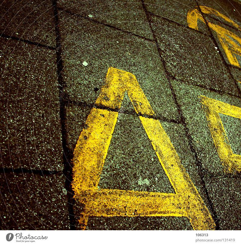A Straße Wege & Pfade Schilder & Markierungen Schriftzeichen Ziffern & Zahlen Buchstaben Zeichen Hinweisschild graphisch Plattenbau Lateinisches Alphabet