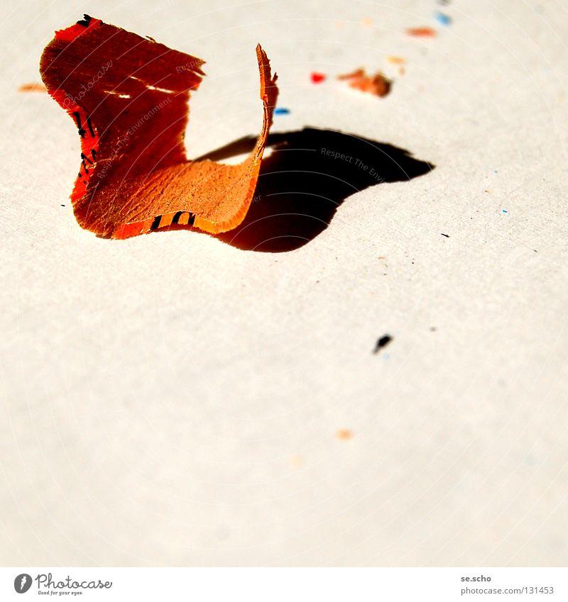 anSTIFTung Schnipsel Schnitzel Rest Schreibstift Farbstift angespitzt Kunst obskur Spahn orange abgehobelt Kreativität