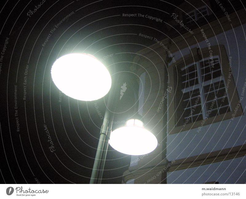 nachtleuchten 1 Lampe dunkel Fenster Regen Architektur Studium Laterne