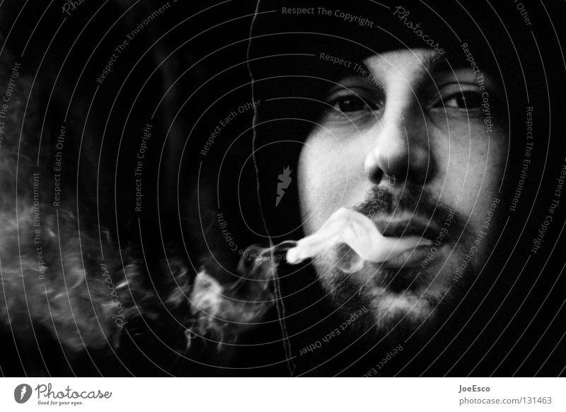 der melancholische raucher Mensch Mann Jugendliche weiß ruhig schwarz Gefühle Denken Erwachsene maskulin Zufriedenheit Lifestyle Coolness bedrohlich Rauchen