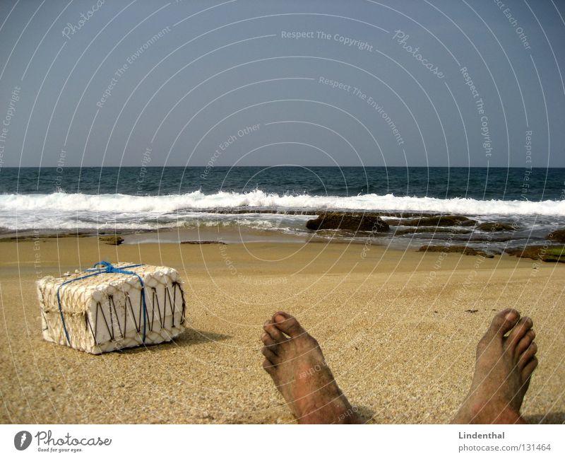 Wake Up... Present 4 U! Meer Strand Fuß Sand Wellen Küste Geschenk Überraschung Zehen aufwachen gestrandet