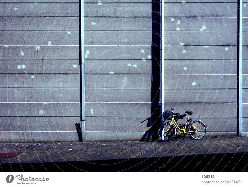 FREIHEIT Wand Freiheit Mauer Linie Fahrrad Raum frei Platz Langeweile Freiraum