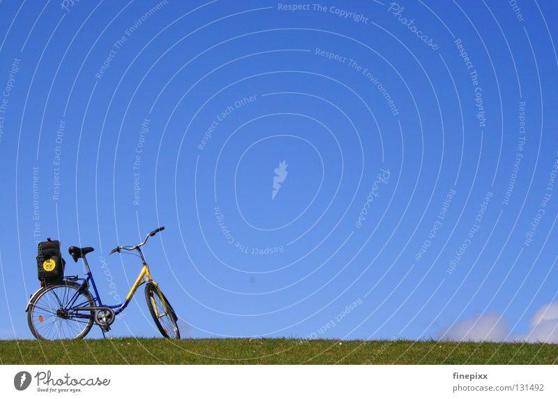 Himmlischer Radweg II Himmel Ferien & Urlaub & Reisen blau grün weiß Erholung Einsamkeit ruhig Wolken Freude Ferne Wärme Wiese Gras Wege & Pfade Küste