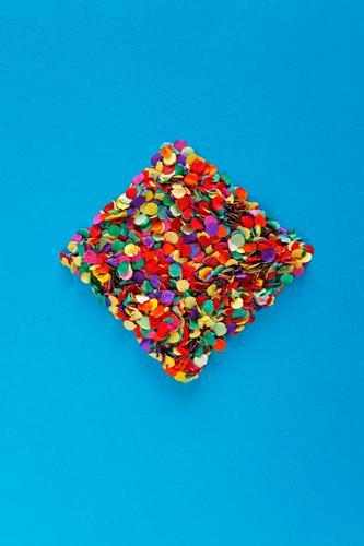 ...sehn se dann schon Kunst Kunstwerk ästhetisch Rechteck Konfetti blau Kreativität Design Designwerkstatt Designmuseum gestalten viele Punkt mehrfarbig