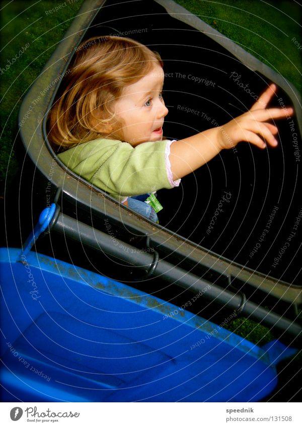 Die stille Tonne™ Kind blau Hand Mädchen Gesicht Denken Finger niedlich Müll Kleinkind Recycling schreien Witz Hilfsbedürftig winken Verantwortung