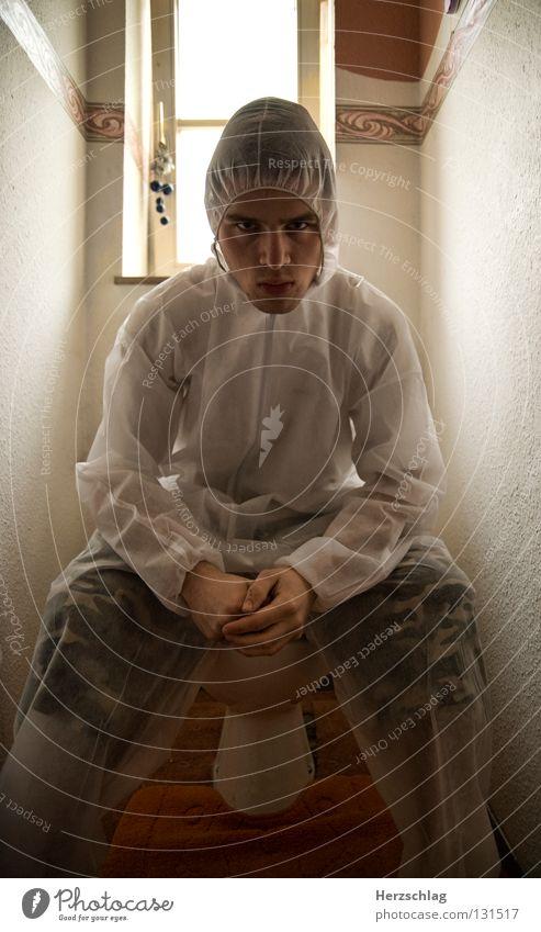 Toiletten.Poser weiß Freude Angst verrückt sitzen Körperhaltung Sauberkeit rein Anzug Kontrolle böse Schrecken Vorgesetzter Krimineller untersuchen