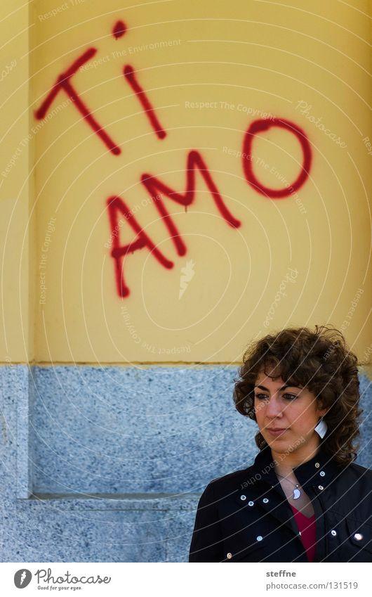 AMO TE! Frau schön Liebe Wand Mauer Graffiti Romantik spritzen Treue sprühen Bushaltestelle beschmiert Liebesbekundung schwören