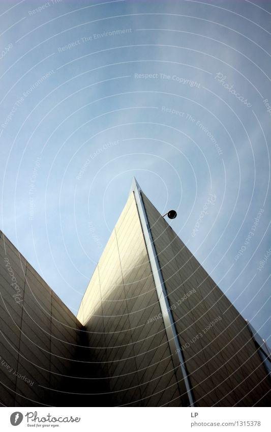 die Stadt Gebäude Mauer Wand Fassade Dach eckig einfach gigantisch modern Spitze grau Macht Tatkraft Ausdauer Reinheit Zufriedenheit Beratung Genauigkeit