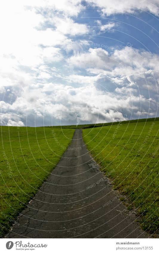 auf dem weg zum horizont 2 Himmel Straße Wiese Berge u. Gebirge Wege & Pfade Feld Horizont