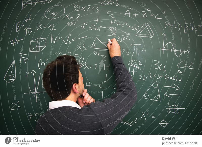 Bildung Lifestyle Wissenschaften Erwachsenenbildung Schule lernen Klassenraum Tafel Schüler Studium Prüfung & Examen Mensch maskulin Junger Mann Jugendliche