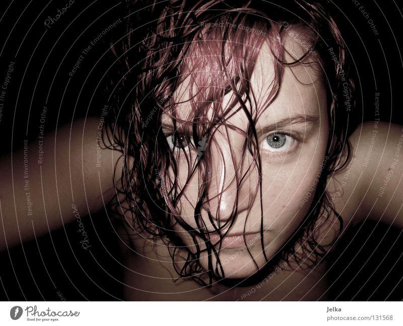 like a bad movie Mensch Frau rot Gesicht Erwachsene Haare & Frisuren Stil rosa wild nass frisch feucht Locken Waschen lockig Kamm