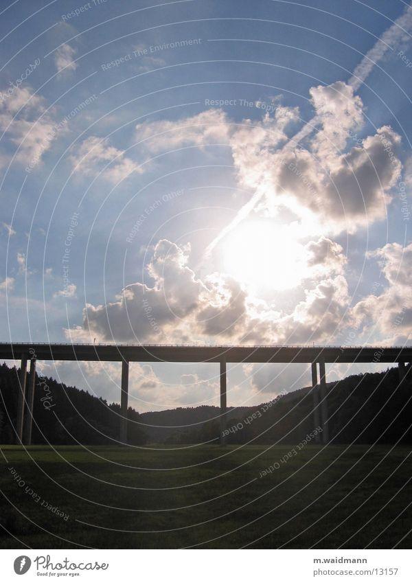 über sieben brücken... Sonne Wolken Wald Wiese Beton Brücke Autobahn Säule Tal