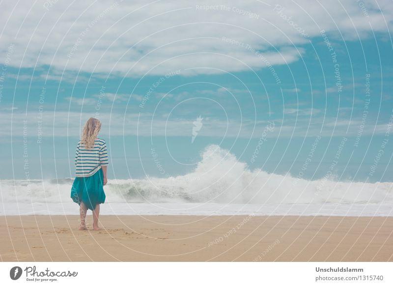 Dazwischen Blau Ferien & Urlaub & Reisen Ferne Mensch Kind Mädchen Kindheit Leben 8-13 Jahre Himmel Wolken Sommer Wellen Strand Meer Atlantik beobachten