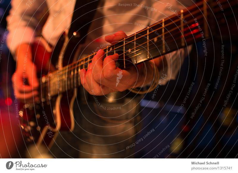 Solo Veranstaltung Musik Konzert Musiker Gitarre Saite Elektrogitarre Rockmusik authentisch natürlich Gefühle Leidenschaft Ehrlichkeit Inspiration Stimmung