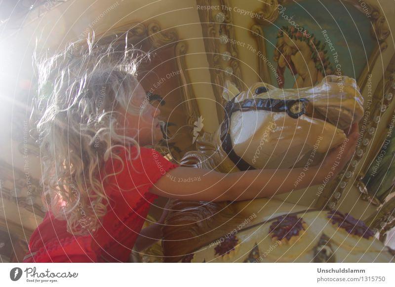 Chez Caramel IV Lifestyle elegant Stil Jahrmarkt Mensch Kind Mädchen Kindheit Leben 3-8 Jahre Wind Pferd Karussell Karussellpferd berühren Zusammensein Kitsch