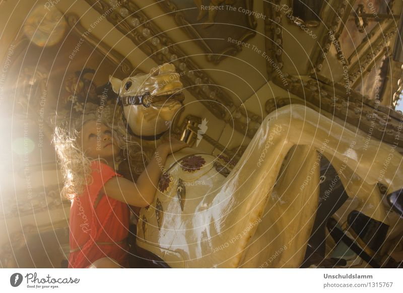 Chez Caramel III Jahrmarkt Mensch Kind Mädchen Kindheit Leben 3-8 Jahre Pferd Kitsch Krimskrams Karussell Karussellpferd Bewegung ästhetisch retro schön gold