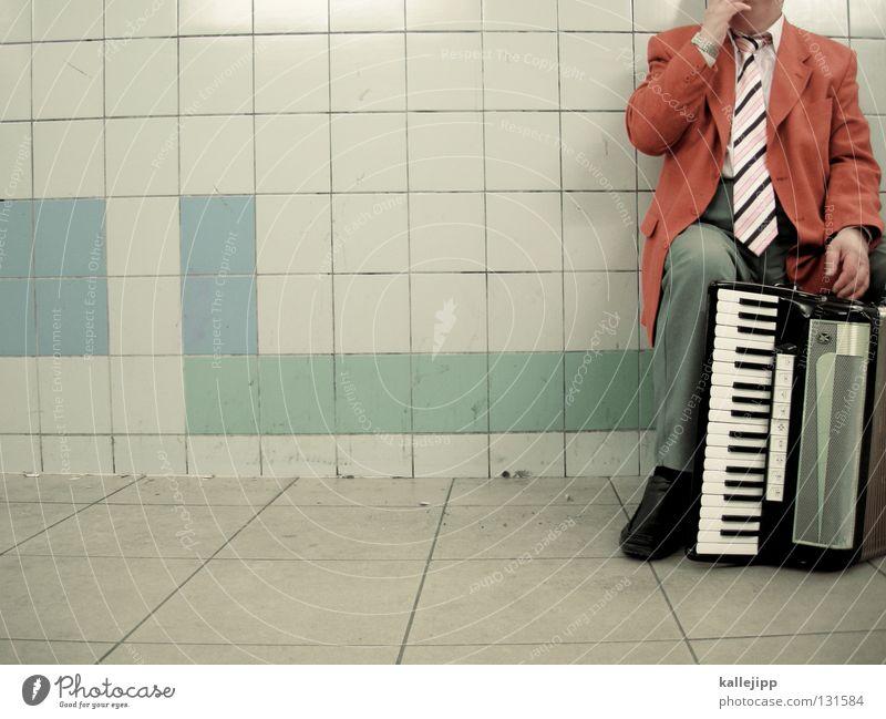 rolling home Mensch Mann Musik einzeln Fliesen u. Kacheln Musikinstrument anonym Musiker Bildausschnitt Anschnitt kopflos Kultur Unterführung gesichtslos