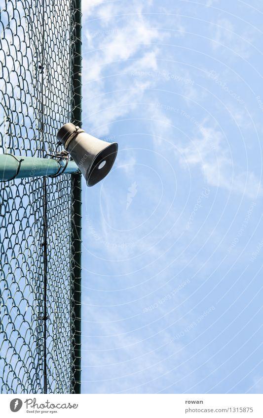 lautsprecher Lautsprecher beobachten Kommunizieren Zaun Barriere Grenze Maschendraht Lautstärke Schall Kontrolle Anweisung Befehl Information Mitteilung