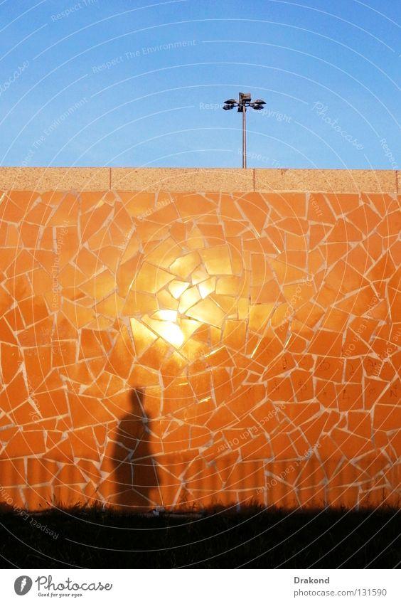 La Farola Frau Mensch Mann Himmel blau Stadt ruhig gelb Arbeit & Erwerbstätigkeit Wand Mauer Landschaft orange glänzend Ecke Klarheit