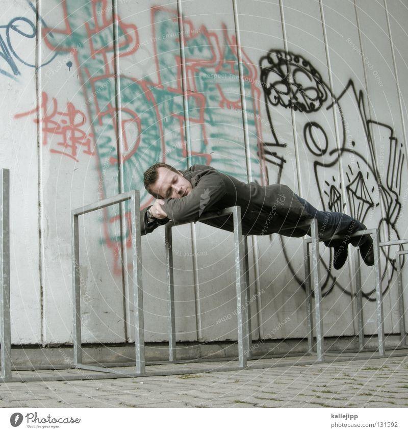tura-lura-lura-lu Mann Mensch Lifestyle schlafen Erholung träumen Bewusstseinsstörung Fahrradständer Pause Mittagspause Siesta Bett Gestell Eisen Ständer Wand