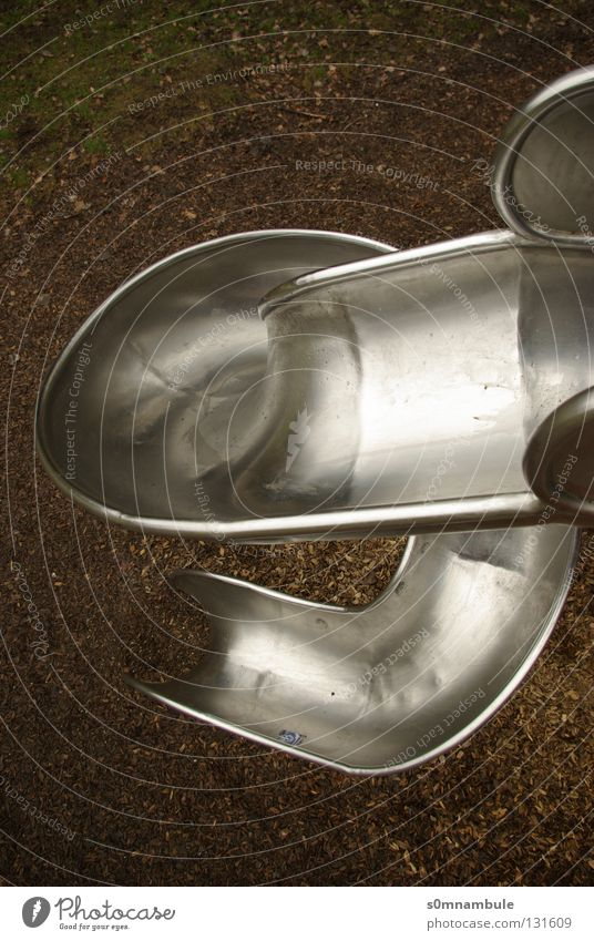 von oben nach unten Freude kalt Spielen Freiheit Metall glänzend Deutschland Geschwindigkeit Perspektive Kreis rund Freizeit & Hobby Kindheit Stahl abwärts