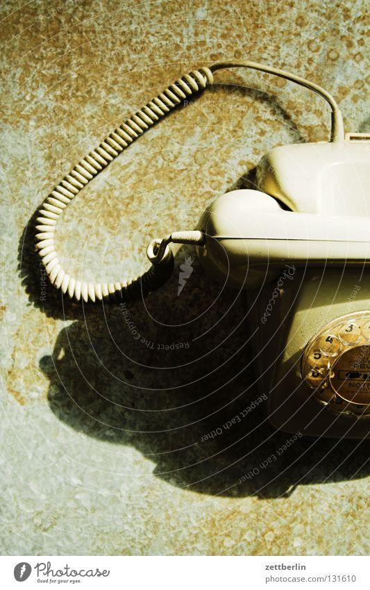 Telefon alt Telefon Kabel retro Kommunizieren Ziffern & Zahlen Vergangenheit Dienstleistungsgewerbe Rost Publikum Eisen wählen antik Blech besetzen Wählscheibe