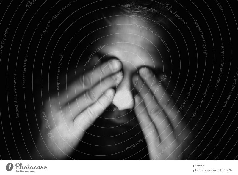 Was siehst du? weiß Freude schwarz Gesicht Gefühle Traurigkeit hell Angst warten Nase Finger kaputt Elektrizität Trauer Schutz verstecken