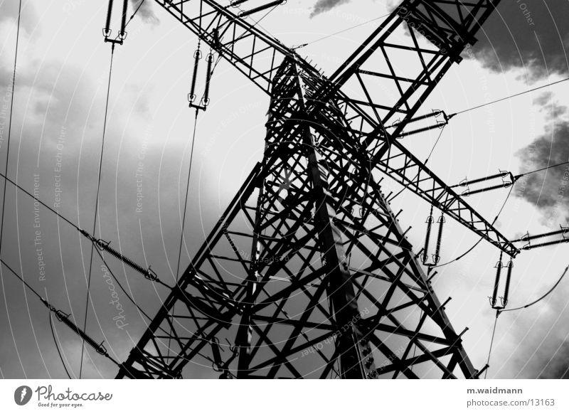 energie 2 Wolken Elektrizität Versorgung Kraft Elektrisches Gerät Technik & Technologie Wind Energiewirtschaft Strommast Leitung Metall Kabel Himmel