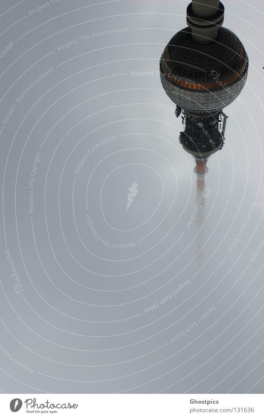 Der Alex in 2000 Jahren Wolken Berlin Stil Nebel Hochhaus modern Zukunft Turm Weltall Berliner Fernsehturm Prima UFO