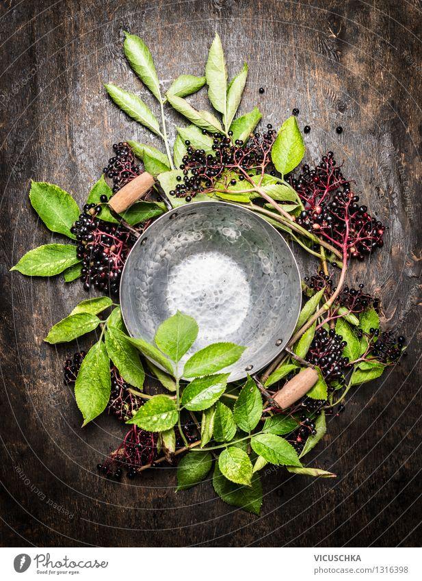 Leere Kochtopf und Holunderbeeren Lebensmittel Frucht Ernährung Bioprodukte Vegetarische Ernährung Diät Saft Topf Stil Design Alternativmedizin