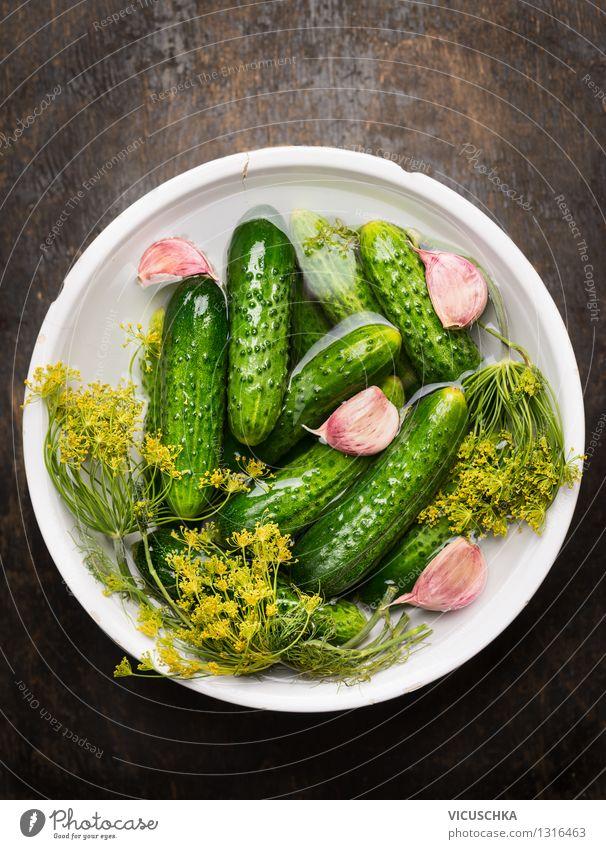 Schüssel mit eingelegten Dillgurken Lebensmittel Gemüse Kräuter & Gewürze Ernährung Bioprodukte Vegetarische Ernährung Diät Schalen & Schüsseln Stil Design