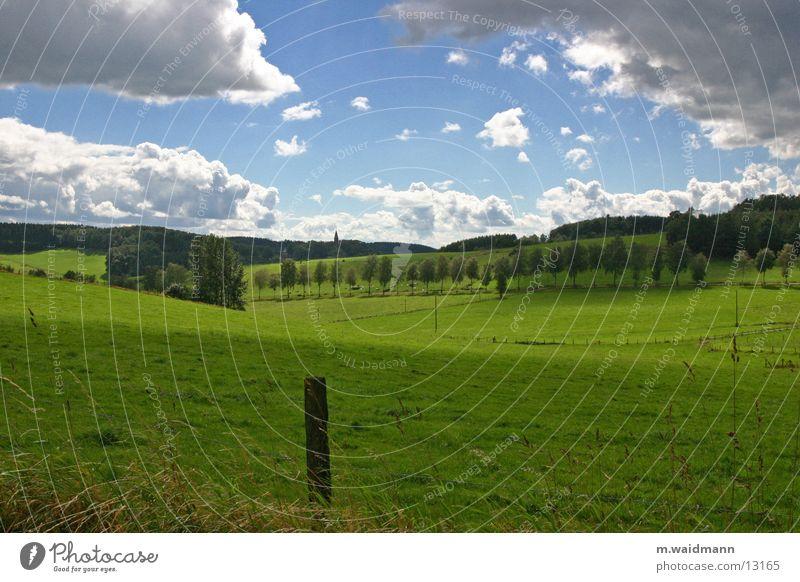 poskarten panorama Wiese Zaun Wolken Sommer grün Haus Baum Berge u. Gebirge Himmel Hütte Wind