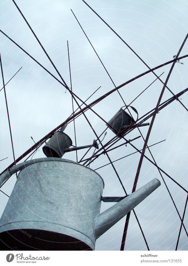 Gießtag Wasser Wolken Garten Regen Kunst Skulptur gießen Gartenbau Gartenarbeit Kannen Gießkanne schlechtes Wetter Kunsthandwerk Gärtnerei Grüner Daumen