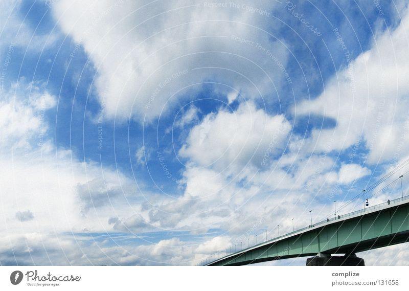 Grüne Brücke Himmel grün Sonne Wolken Ferne groß Luftverkehr Kommunizieren Spaziergang Fluss Geländer Bürgersteig Verbindung Köln Blauer Himmel