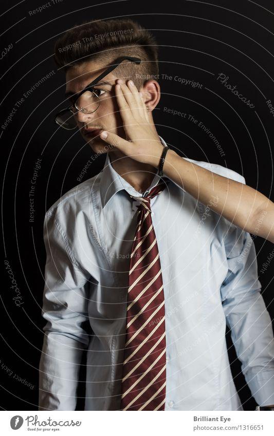 Schlag einfangen Mensch Kind Jugendliche Hand Gefühle außergewöhnlich Business maskulin Büro 13-18 Jahre Bekleidung Finger Beruf Wut trendy Schmerz