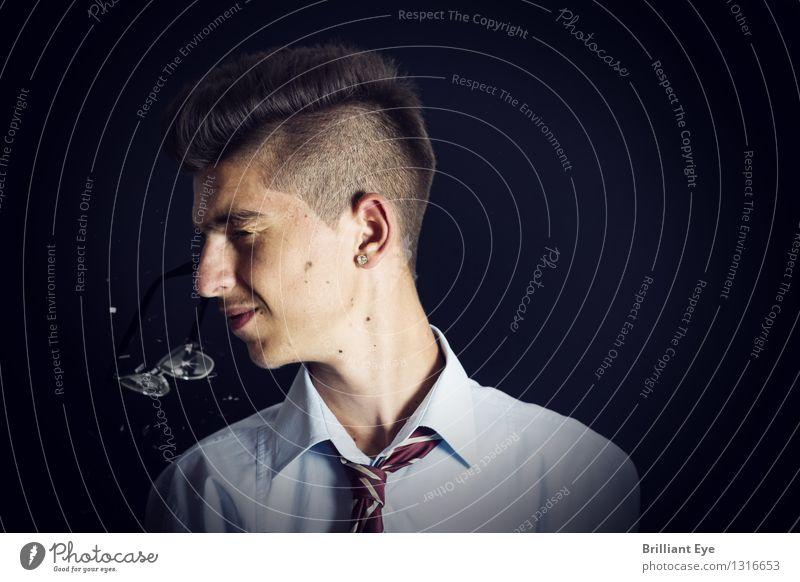 Glasbruch Mensch Jugendliche Hand Junger Mann Gesicht kalt Gefühle lustig fliegen Business Büro gefährlich Finger Brille Beruf
