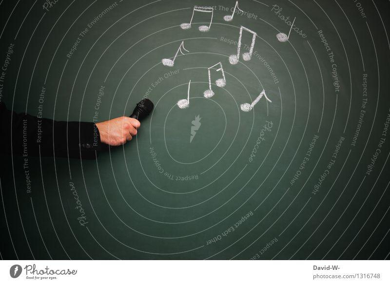Noten Mensch Jugendliche Mann Hand Erwachsene Leben Kunst maskulin Musik Arme Kultur hören Tafel Konzert Künstler Band