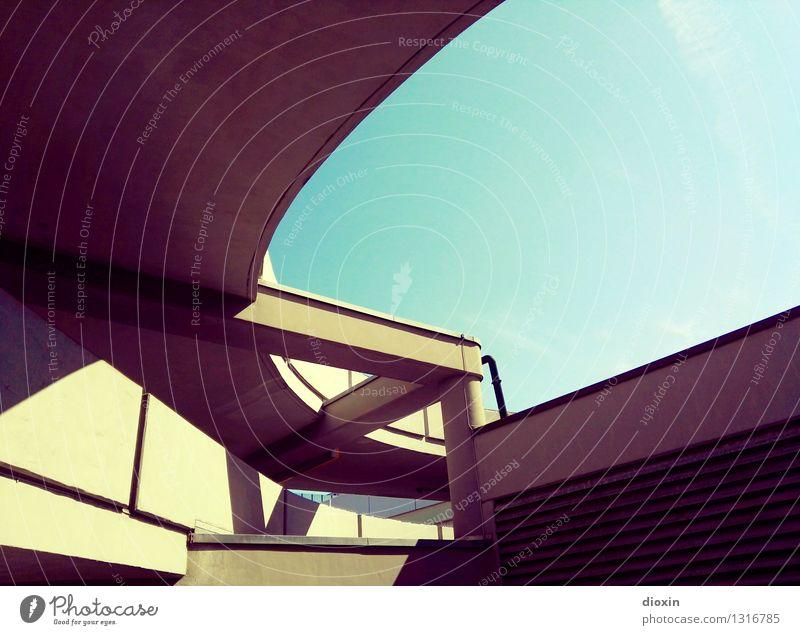 park haus 2|3 Himmel Wolkenloser Himmel Schönes Wetter Parkhaus Bauwerk Gebäude Architektur Verkehr Verkehrswege Autofahren Straße Hochstraße Stadt Farbfoto