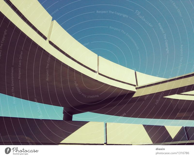 park haus 3|3 Himmel Wolkenloser Himmel Schönes Wetter Parkhaus Bauwerk Gebäude Architektur Verkehr Straßenverkehr Autofahren Hochstraße Stadt Farbfoto