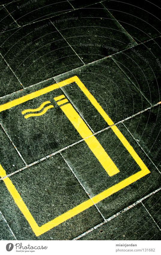 Smoking Area Rauchen schwarz gelb Farbe Raucherbereich Bahnhof Linie