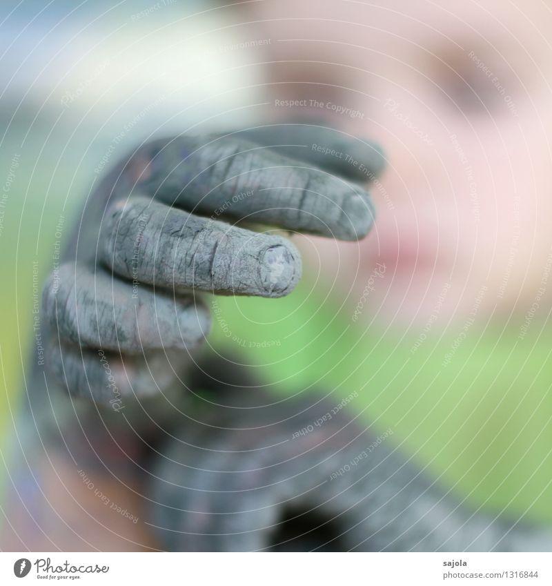 sind so grüne hände Freizeit & Hobby malen Mensch Kind Hand Finger 1 3-8 Jahre Kindheit Künstler Maler Blick mehrfarbig anschauend eingetrocknet alt Fingernagel