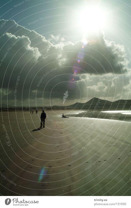 erleuchtet Mensch Mann Wasser schön Himmel Sonne Meer blau Strand Haus Wolken Berge u. Gebirge träumen Sand Landschaft Wellen