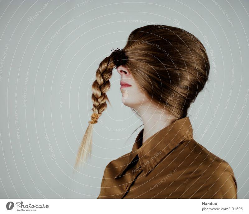Truthahn Haare & Frisuren ruhig Arbeit & Erwerbstätigkeit Mensch Frau Erwachsene Jugendliche Hemd Maske Zopf Denken stehen Traurigkeit außergewöhnlich lustig