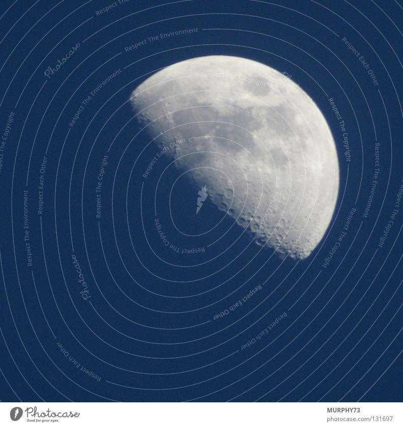 Mond in Blau oder Mond bei Tag II Himmel weiß blau Farbe Graffiti hell glänzend Mond himmelblau Himmelskörper & Weltall Mondschein Sichelmond