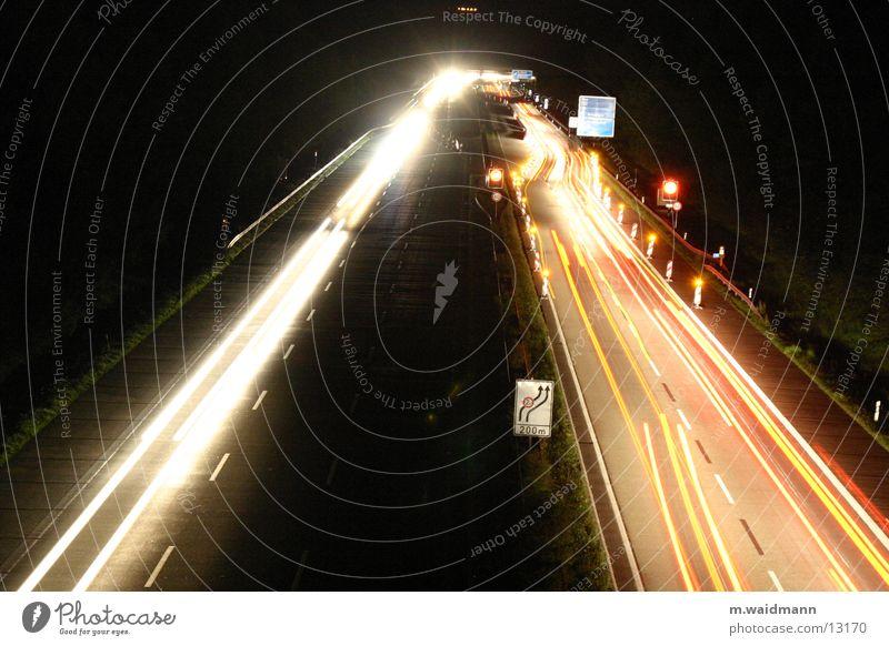 nachtbaustelle 4 Autobahn PKW Lastwagen Nacht dunkel Baustelle Verkehr Langzeitbelichtung Belichtung Schilder & Markierungen Straße Licht Lampe